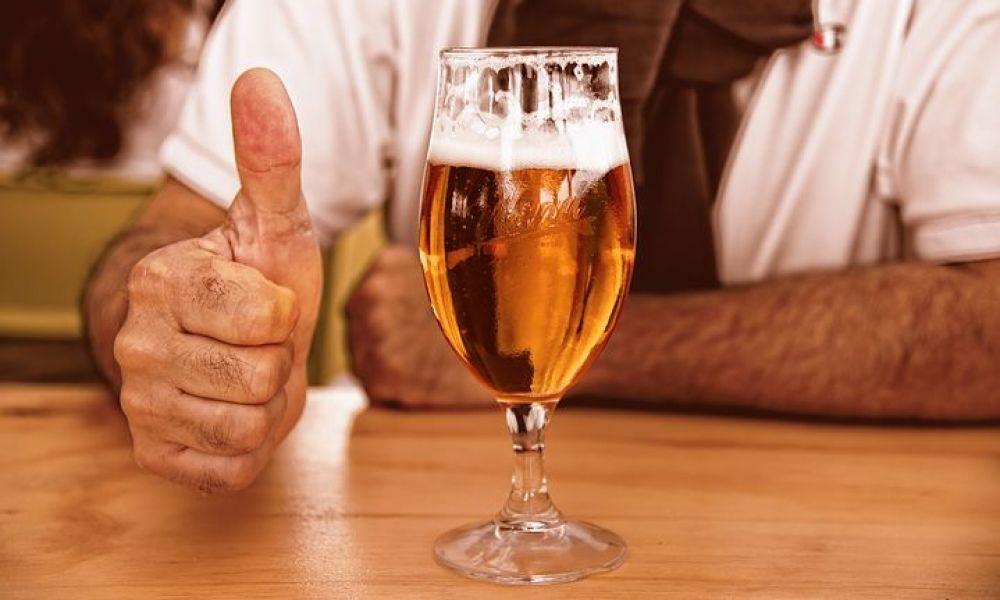 verre-de-biere-avec-pouce-glass-of-beer-3444480__480.jpg